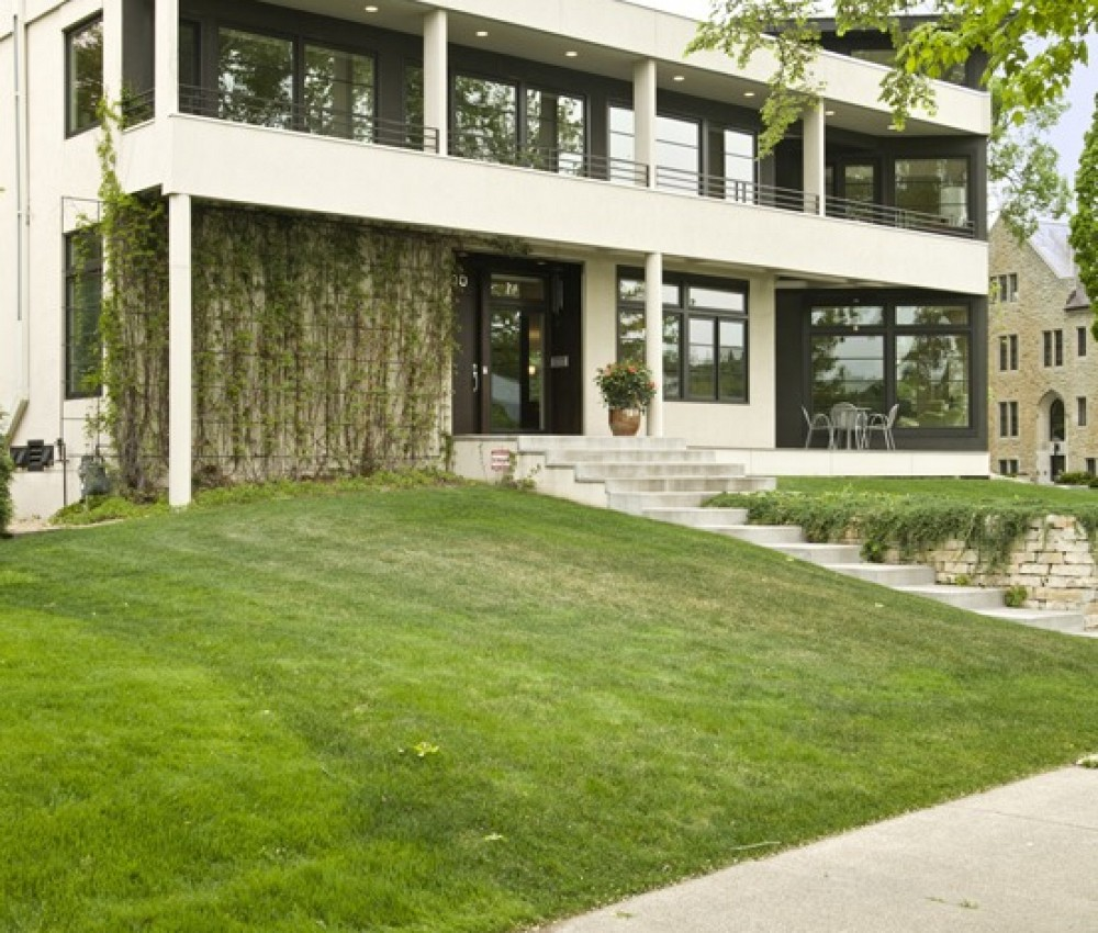 2100 W Lake of the Isles Parkway